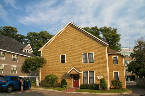Quality Inn & Suites Downtown: Heritage House for the Quiality Inn