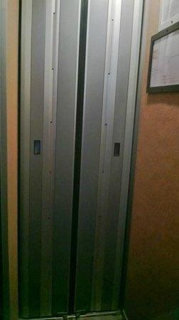 Goldhotel: ascensore