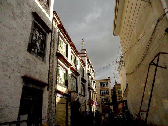 Shambhala Palace: Alleys