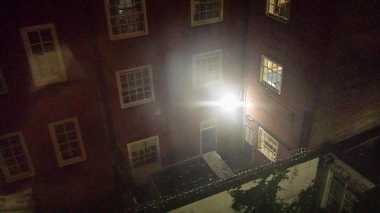 The County Hotel: La vue que l'on a depuis la chambre