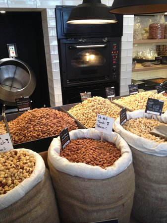 Carpo Piccadilly: Freshly roasted nuts