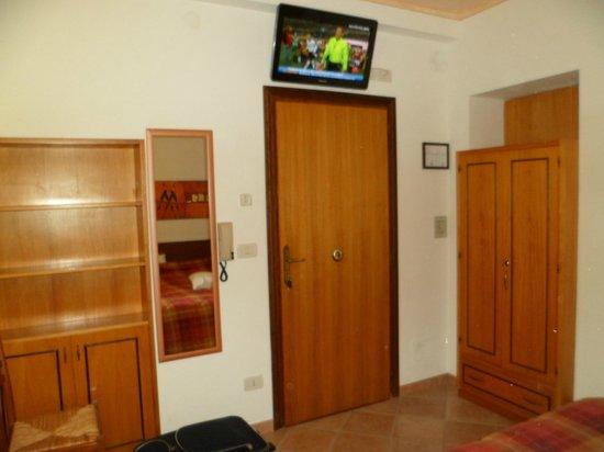 Hotel Signa: Monolocale E Residence Signa  TV e Armadio