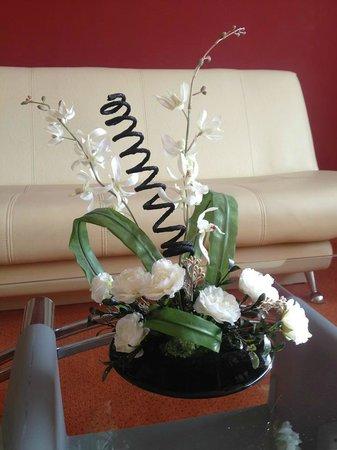 Hotel Vandia: The flower arangements were perfect