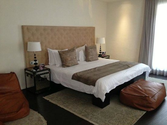 Puro Hotel : Suite bed view