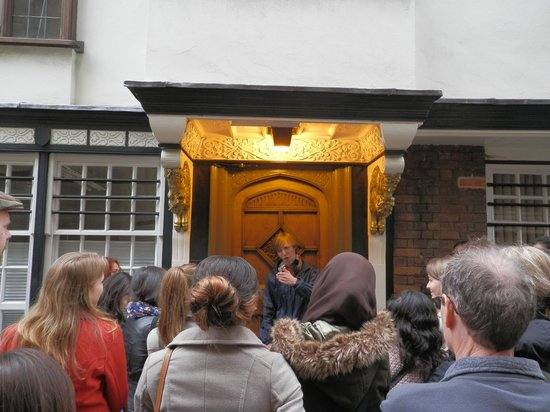 Footprints Tours Oxford: Luke, The Lion,The Witch and the Wardrobe