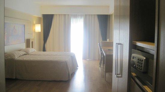 Catania International Airport Hotel : room