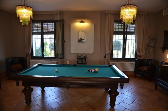 CASA VESTA: Pool room