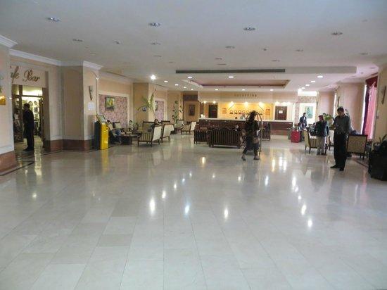 Hotel Uzbekistan: Вестибюль