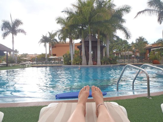 Green Garden Resort & Suites: Poolside view