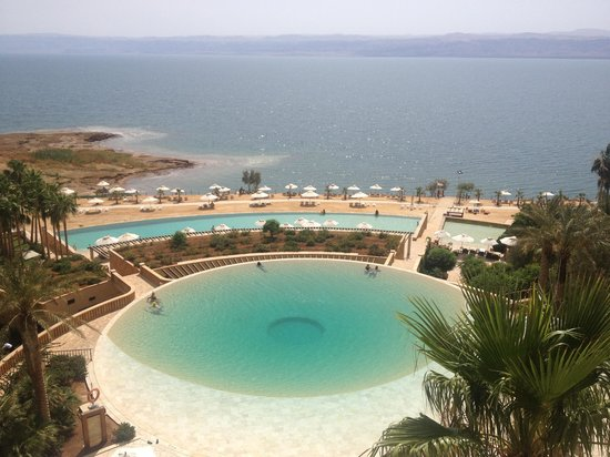 Kempinski Hotel Ishtar Dead Sea: my favorite of the many pools