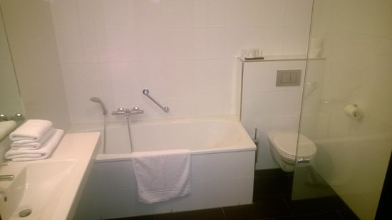 Van der Valk Hotel Arnhem : Bathroom