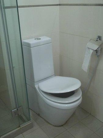 Tune Hotel Waterfront Kuching: Toilette