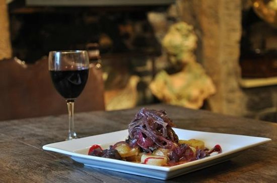Staffordshire Knot Inn: Restaurant quality food, served in a candlelit pub atmosphere