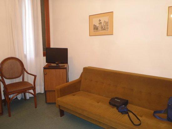 Casanova Hotel: doble ventana (chicas) en la habitacion