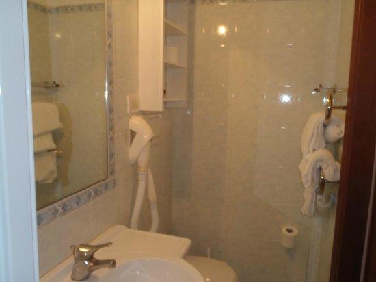 Hotel Casanova: el baño refaccionado a nuevo