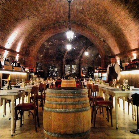 La Cantina Restaurant: Amazing setting in the old cellars