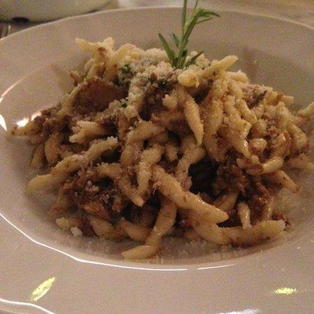 La Cantina Restaurant: Delicious Tuscan dishes!