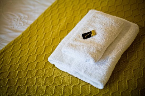 Rusheen Bay House Bed and Breakfast: A little chocolate on your towels