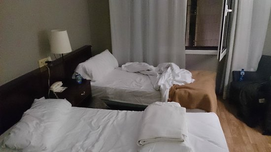 Hotel Paseo De Gracia : Decent beds and pillows, however the old room.
