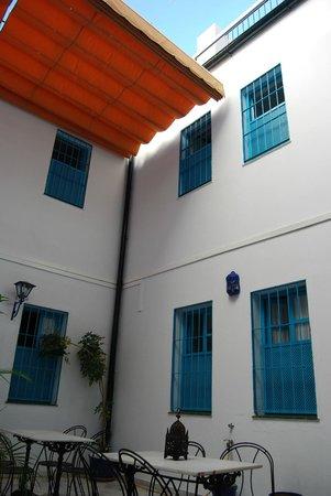 Casual Sevilla de las Letras : Open hallway