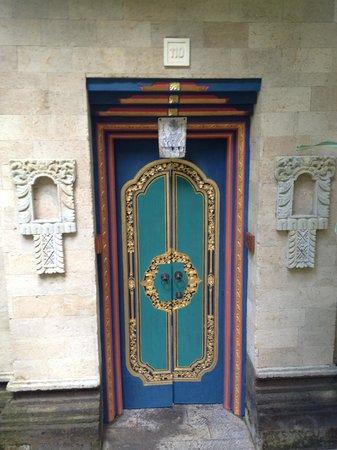 Puri Wulandari Boutique Resort: The lovely room doors.