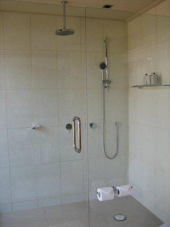 Veligandu Island Resort & Spa : Shower
