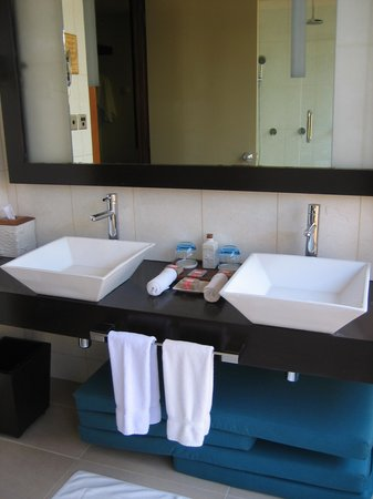 Veligandu Island Resort & Spa : Bathroom