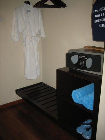 Veligandu Island Resort & Spa : Dressing area