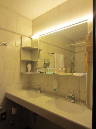 BEST WESTERN Hotel Wartmann am Bahnhof: 使い勝手の良い洗面