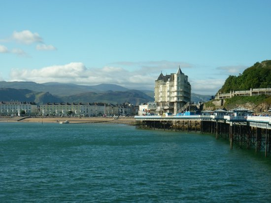 Lymehurst Bed & Breakfast: Llandudno from the pier (10 minutes walk from the B&B)