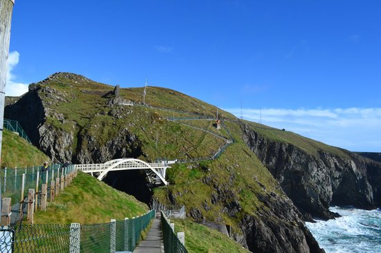 Mizen Head Visitor Centre: Footbridge to the most Western Point in IRE