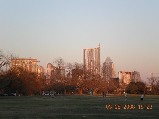 Zilker Metropolitan Park: From rock island overlokking the field to downtown Austin