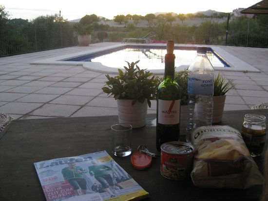 Ca'n Calco Hotel: Sunset with a bottle of wine at the pool
