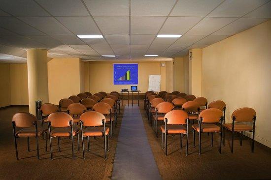 Arawi Pastoruri Hotel: Conference Room - Cordillera Negra