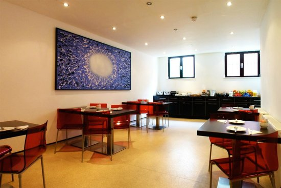 Avni Kensington Hotel: Breakfast Room