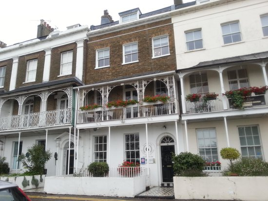 Hamiltons Boutique Hotel: Hamiltons at the seafront