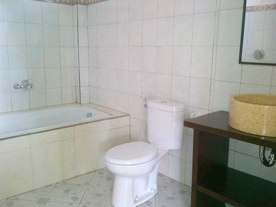Dewa House Bisma: bathroom