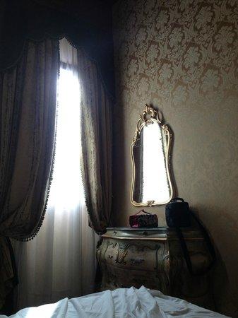 Hotel Belle Epoque: Шторы