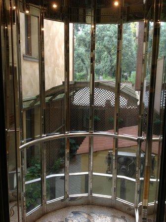 Hotel Belle Epoque: Лифт