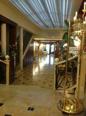 Hotel Belle Epoque: Холл у ресепшн