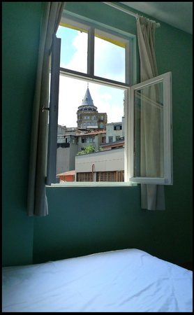 Noah's Hostel: Sultan Room with Galata Tower view