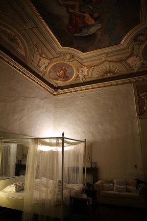 Palazzo Tolomei Residenza d'Epoca: спальня
