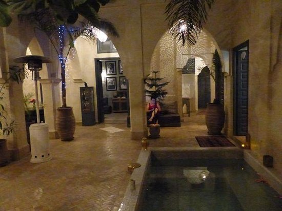 Riad Cinnamon: the courtyard with pool