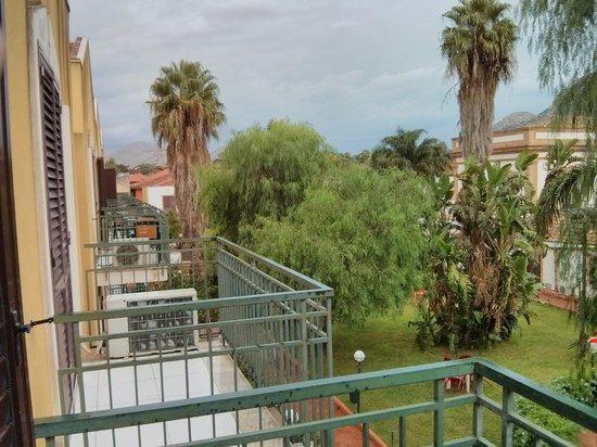Casena dei Colli : Балкон и вид на сад