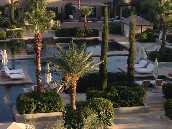 Four Seasons Resort Marrakech: Pool area.