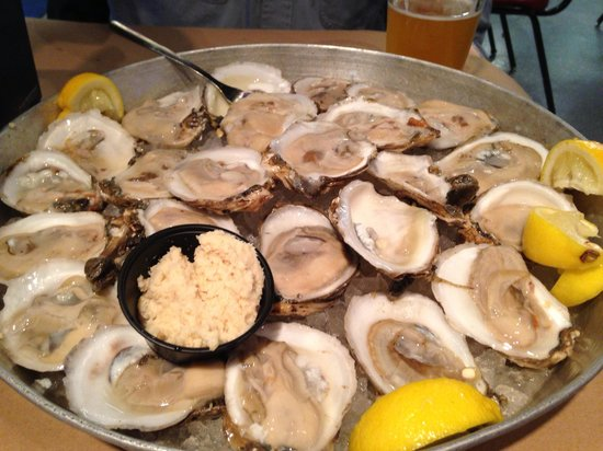 Shucks Oyster Bar: Raw oysters
