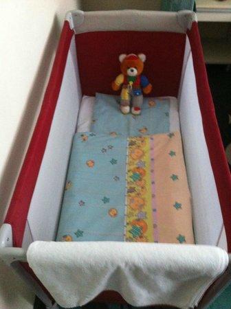 La Prima Fashion Hotel: Baby's crib. Teddy bear included