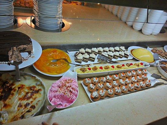 Doryssa Seaside Resort: The desert buffet