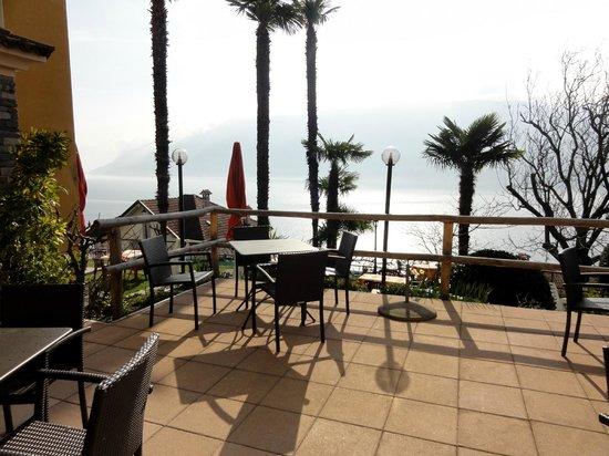 Hotel Primavera: Terrasse face à la salle du déjeuner