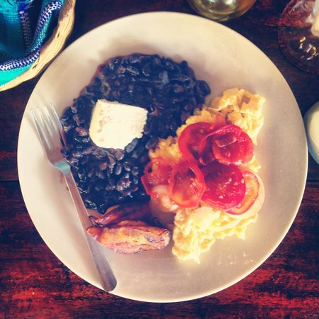 Paredon Surf House : Breakfast : Eggs wtih Beans, Cheese, Tomatos + Onions, Plantains and Fresh Tortillas